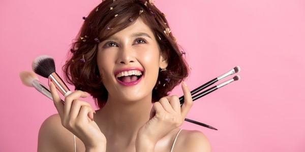 Kosmetyki do makijażu >>