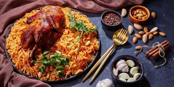 Biryani z kurczakiem i chorizo