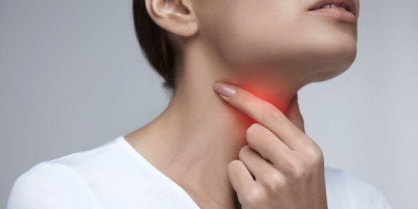 najlepsze domowe sposoby na ból gardła